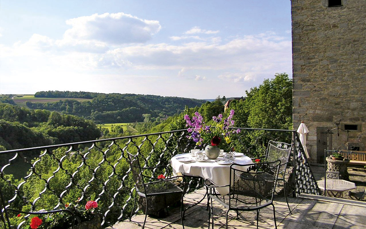 burghotel-terrasse